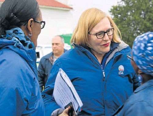 CAMPAIGN TRAIL: Western Cape premier Helen Zille greets supporters in Karatara a village between Knysna and Sedgefield. Picture: YOLANDA STANDER