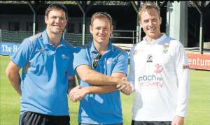 NEW LEADERSHIP: Outgoing skipper Colin Ingram, centre, wishes new captains Jon-Jon Smuts, left, and Simon Harmer well for the new season, which starts in East London tomorrow. Picture: BRIAN WITBOOI